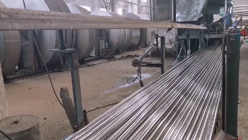 Production process for Stainless steel bright surface pipe polishing